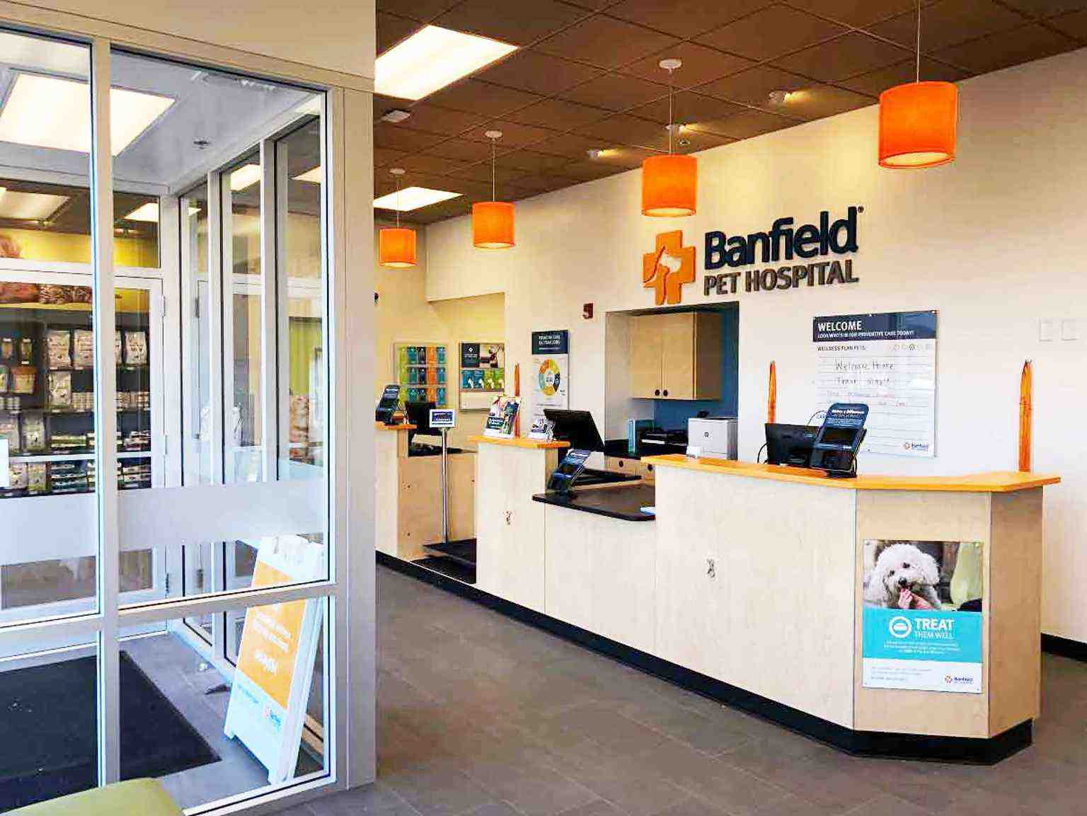 The front desk at the Banfield Pet Hospital